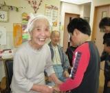 近隣の小学生が来訪し、歌や劇で利用者様を楽しませてくれました。