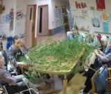 笹の葉を取ってきてみなさんで七夕を祝いました。