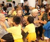 中新田幼稚園との交流会 かわいい歌や踊りで楽しませていただきました。